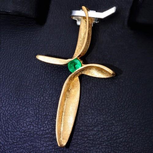Goldener Kreuzanhänger für Damen mit kleinem runden Smaragd in 750er Gelbgold