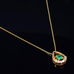 Kolumbianischer Smaragd - Anhänger aus 18k-Gold für Damen als Geschenkset inklusive Goldkette