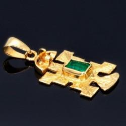 Präkolumbianisches Motiv aus der Tolima Kultur als 18k-Goldanhänger mit einem grasgrünen Smaragd (ca. 0,25ct.)