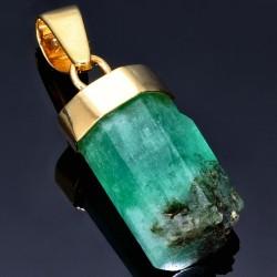 Außergewöhnlicher Smaragdkristall von ca. 26,22ct in 18K/750 Gelbgold gefasst. In Handarbeit hergestellter Goldanhänger. (Einzelstück)