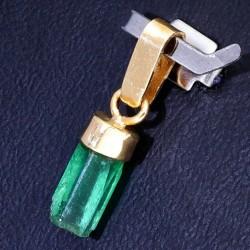 natürlicher Smaragdkristall-Anhänger mit Goldfassung in 750 er Gelbgold / 18K