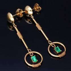 hängende, kunstvolle Ohrringe mit 2 dunkel leuchtenden, kolumbianischen Smaragden in 18K / 750 Gold gefasst