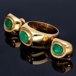 Außergewöhnliches Designer-Schmuck-Set (Ring und Ohrringe) mit natürlichen Smarad-Cabochonen von insgesamt 3,39 ct