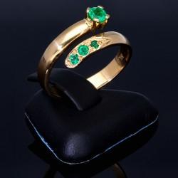 Außergewöhnlicher Solitär -Schlangen Ring bestückt mit insgesamt 4 runden dunkel grasgrünen Smaragden in 18K / 750 Gelbgold, hergestellt in Handarbeit