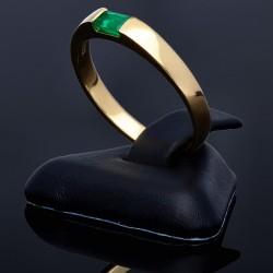 Feiner Damenring mit einem leuchtend tannengrünen, rechteckigen Smaragd (750, 18K Gelbgold)