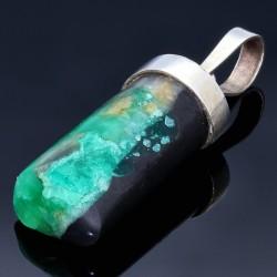 Erlesenes, natürliches Smaragdgestein in 950 Silber - Anhänger gefasst