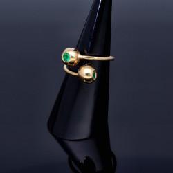Außergewöhnlicher Designer Ring mit 2 runden, kolumbianischen Smaragden von insgesamt ca. 0,3ct. (RG ca. 53-55)