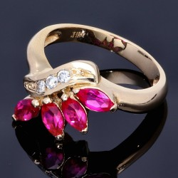 Edler Ring in prächtigen Design mit synthetischen Marquise Rubinen und Diamanten in 750 18K Gold