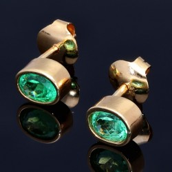 Funkelnde, moderne Ohrstecker mit 2 ovalen, leuchtend hellgrünen kolumbianischen Smaragden