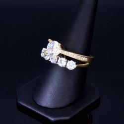 Ring für Damen in 14K / 585 Gold besetzt mit strahlenden Zirkonia - Steinen (ca. 58 RG)